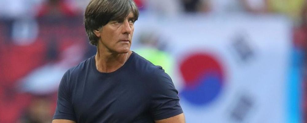 Joachim Löw stannar i tyska landslaget